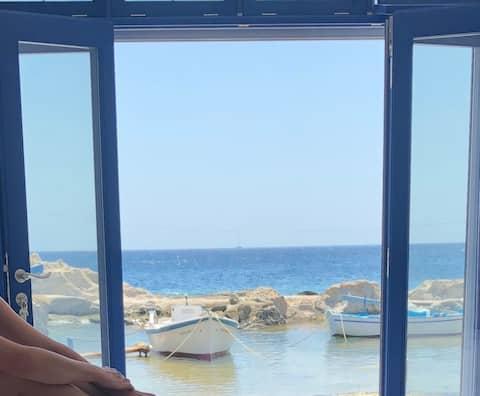 WOW! Ocean front private studio near Karas beach!