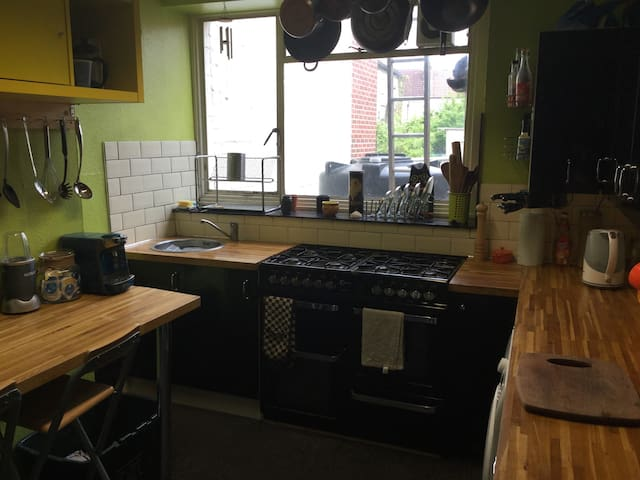 Detatched house, new carpets and decor throughout - Bristol - Apartment