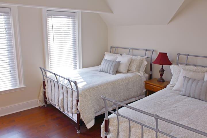 Applewood House  -  Cortland Room