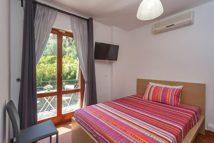 """ROSSA Room- B&B """"A Casa di Mila"""" - Sori, Liguria"""