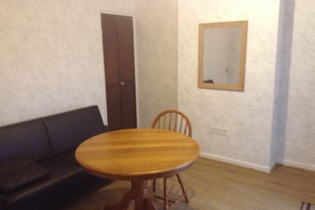 Nice and cosy self contained flat for 1-2 persons - Maidstone - Huoneisto