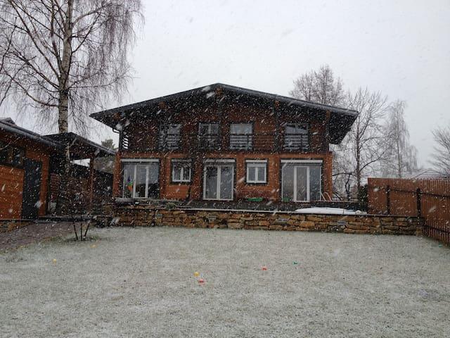 Уютный деревянный дом - Dubna - Huis