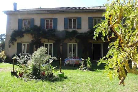 Chambres de charme à Chaponost, 20 minutes de Lyon - Chaponost - Hus