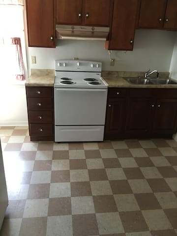 Private, clean apartment for two people! - Connellsville - Daire