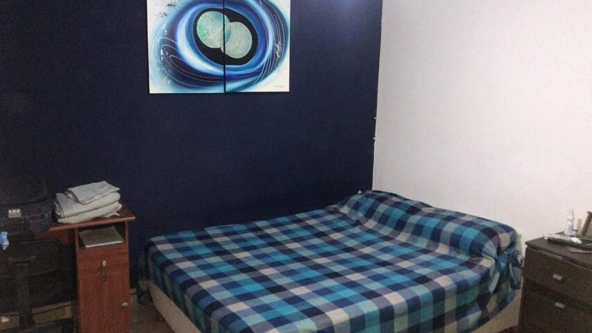 Habitación  privada en caso de alquilar casa completa... tv led con neflix y cable. aire acondicionado y Ventilador