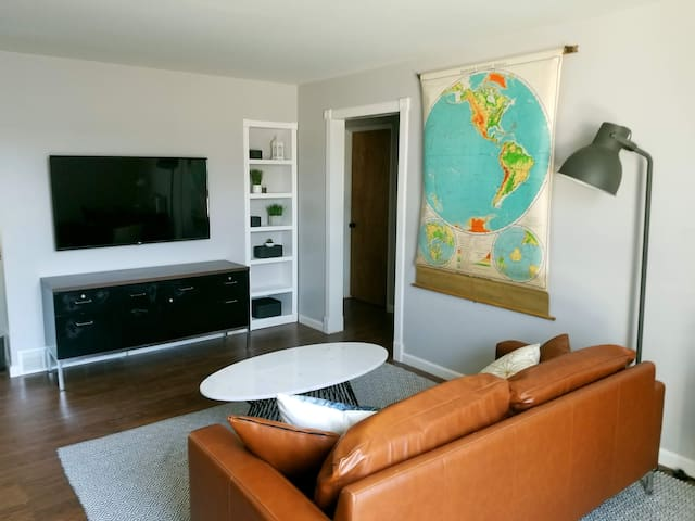 Mid Century Condo steps from Beaumont