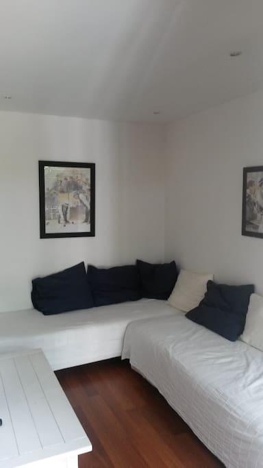petit living room du RAIMU avec possibilité de 2 couchages supplementaires