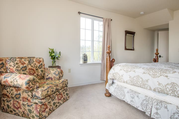 The Empress Estate - All 5 Suites - Woodland - Villa