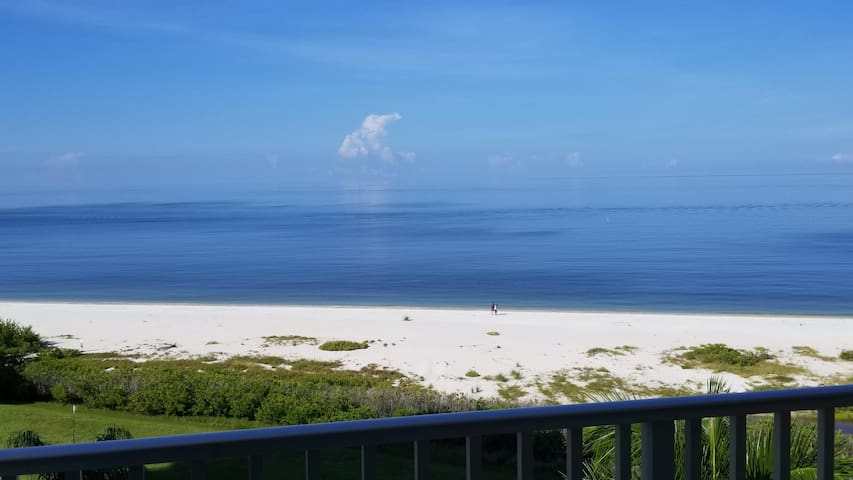 Direct Gulf Front/Beach views and perfect sunsets