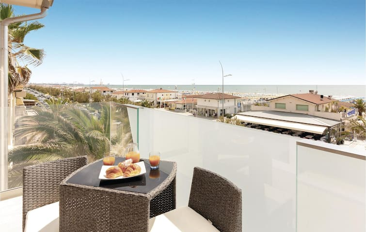 Holiday apartment with 2 bedrooms on 75m² in Lido di Camaiore (LU)