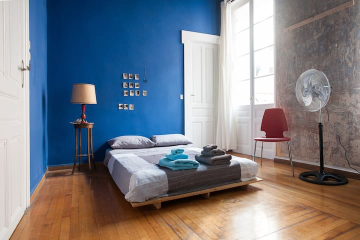 1860's Historic House SUPER CENTRAL -Blue Room- - Athina - Huis