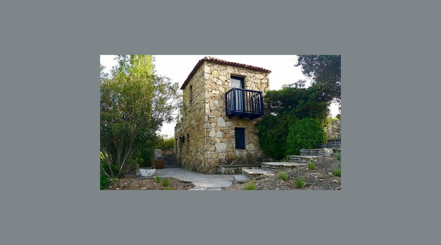 """Privacy in a Vineyard Estate - """"The Tower House"""""""