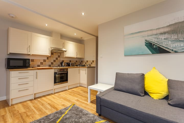 2 Bed Modern Sea Road Apartment
