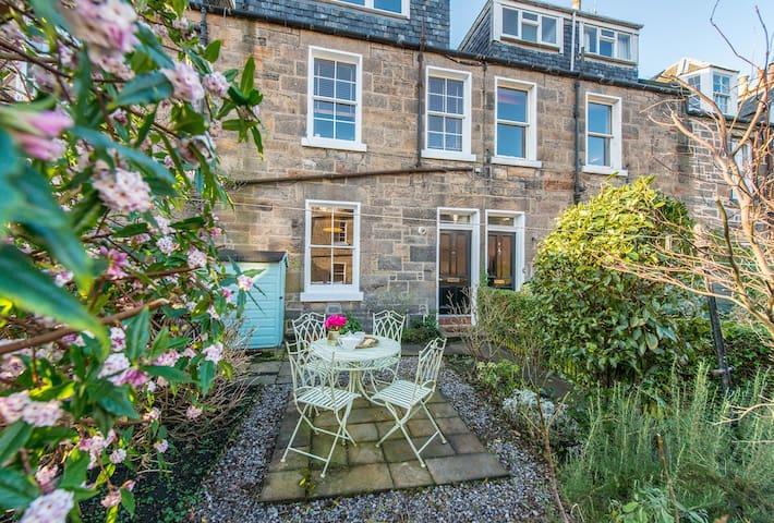 Main Door Garden Flat in the Heart of Stockbridge