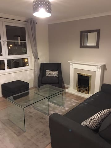 Simple & Clean Modern 2 bed flat - Edinburgh - Apartment
