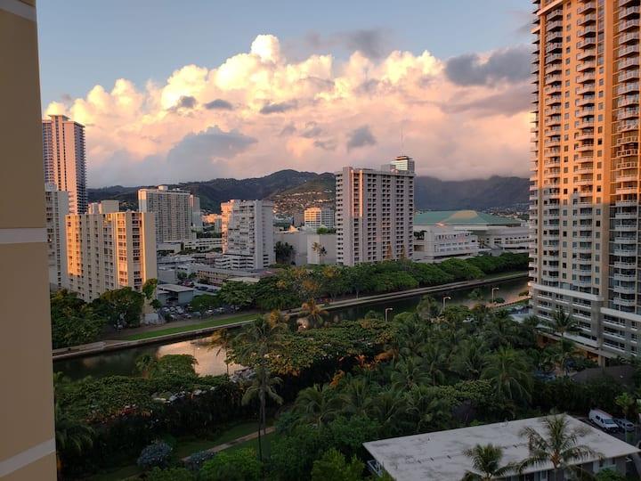 Waikiki studio across from ocean!