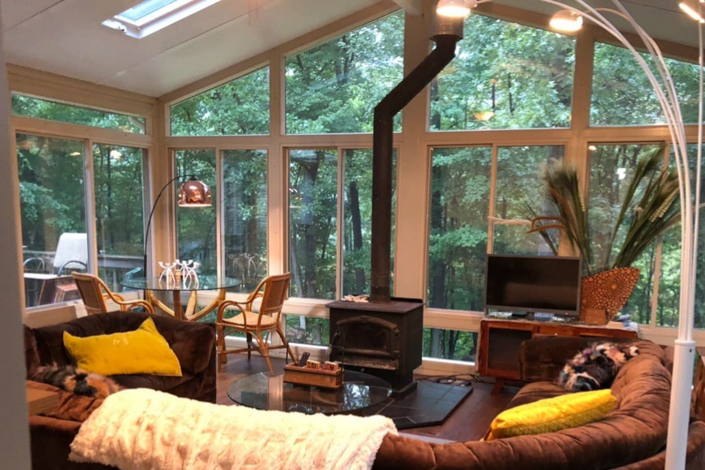 Sunroom overlooking lake and Appalachian Trail