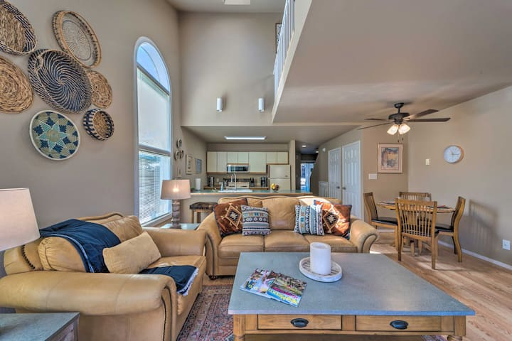 NEW! Cloudcroft Townhome w/Deck, 1 Mi to Burro Ave