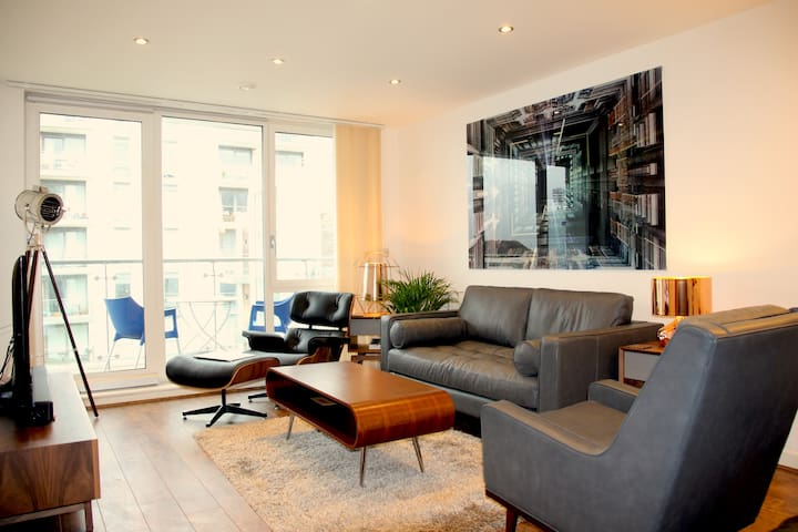 Contemporary Urban 2 Bedroom Apartment Inc Parking