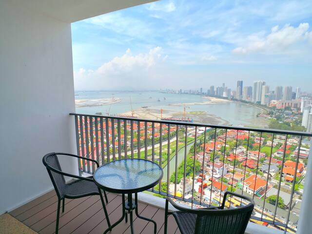 The billion dollar view of Penang from our house at high floor. You could see the ocean view, sun rise view, Gurney Drive and Georgetown Coastline directly from our house. No matter it is day or night, you could take a break by sitting in our balcony to enjoy your holiday.