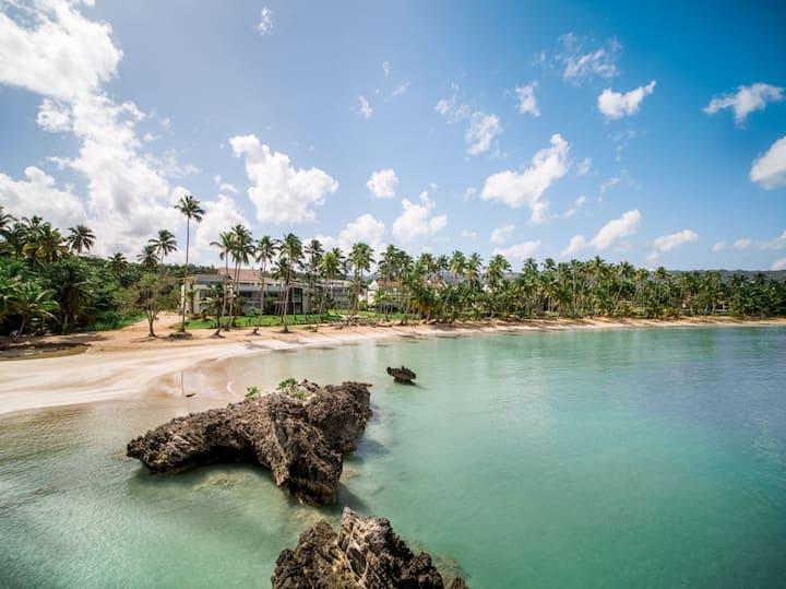 Spectacular & spacious beachfront condo sleeps 8