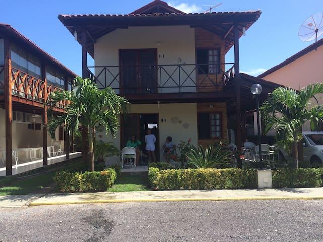Linda casa a 100m do mar em Carneiros.