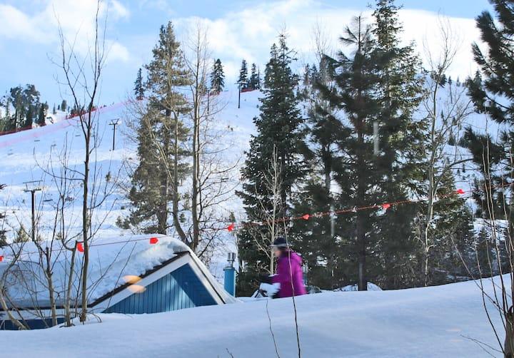 Squaw: Ski-in/Ski-out Studio w/ Pool