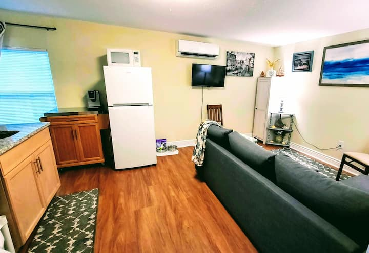 Cozy In-Law Suite Centrally Located!