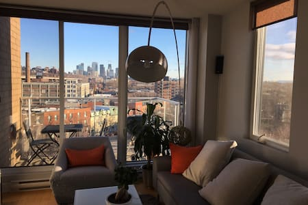 Penthouse with view on downtown skyscrapers - Montréal - Osakehuoneisto