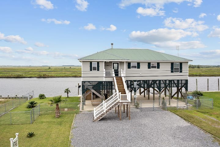 'Pirate's Cove' Beautiful 3BR Slidell Home w/Dock!
