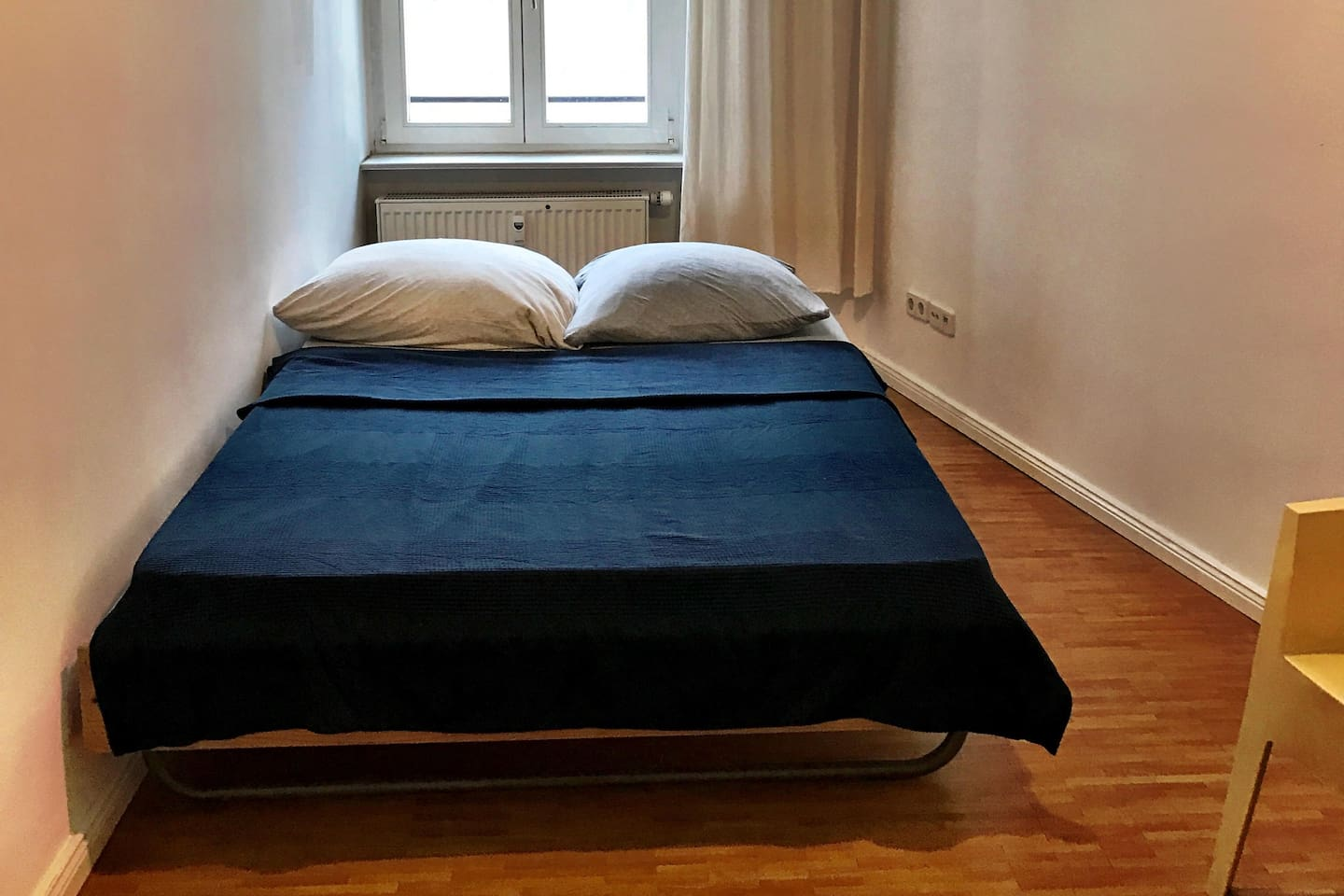 One  seperate Room in a beautyfull Appartment  (5 Floor Stairs walking !!!) At  Zionskirchplatz close to Rosenthalerplatz and Kastanienallee. A lot of nice Coffee like the famos Weinerei, or Internet Coworking Coffee like Oberholz in 300 m away