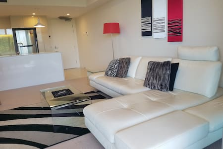 City Fringe Exec 2 bedroom apartment with ensuite - Reid - Apartemen