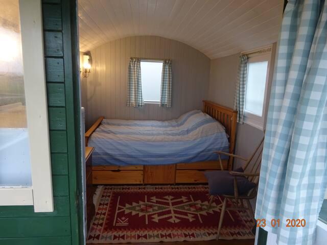 Sea Breeze. Comfortable, cosy, shepherd's hut