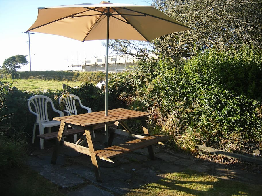Rear garden picnic bench plus another 2 seating area's