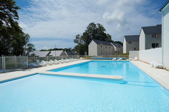 Super endroit ! Maison cosy et charmante à 10 mins de la Plage, avec piscine sur place