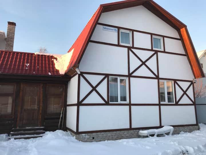 Дом с прекрасным видом на берегу озера Шарташ