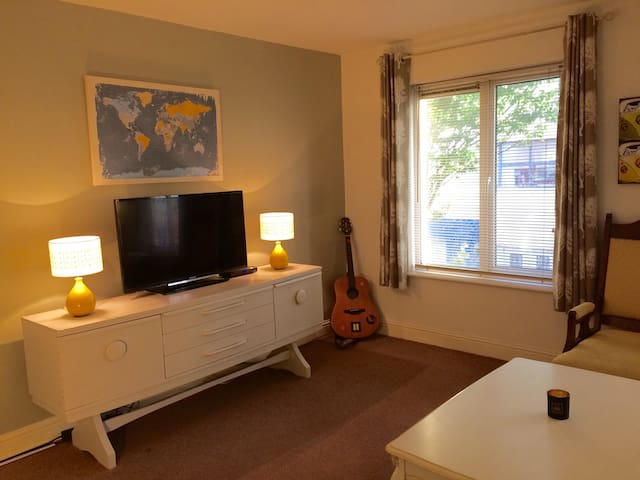 Town Centre Apt, Tralee (Spacious 2-bed townhouse)