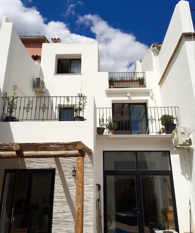 Très belle maison de village entre mer et montagne - L'Atzúbia - Haus