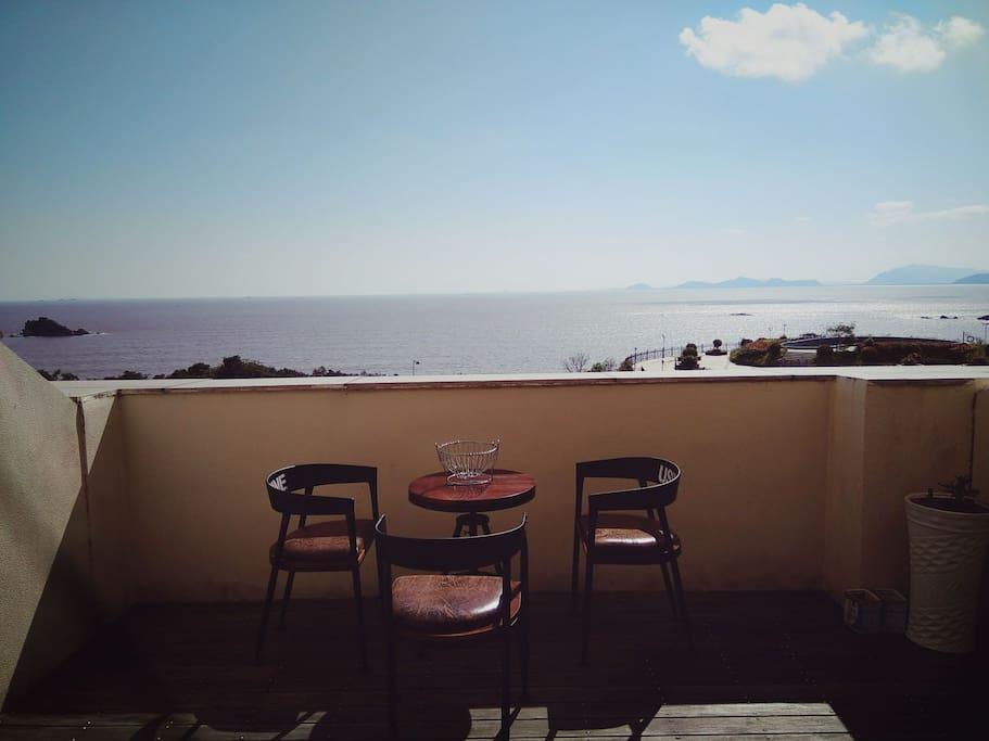 露台上观海