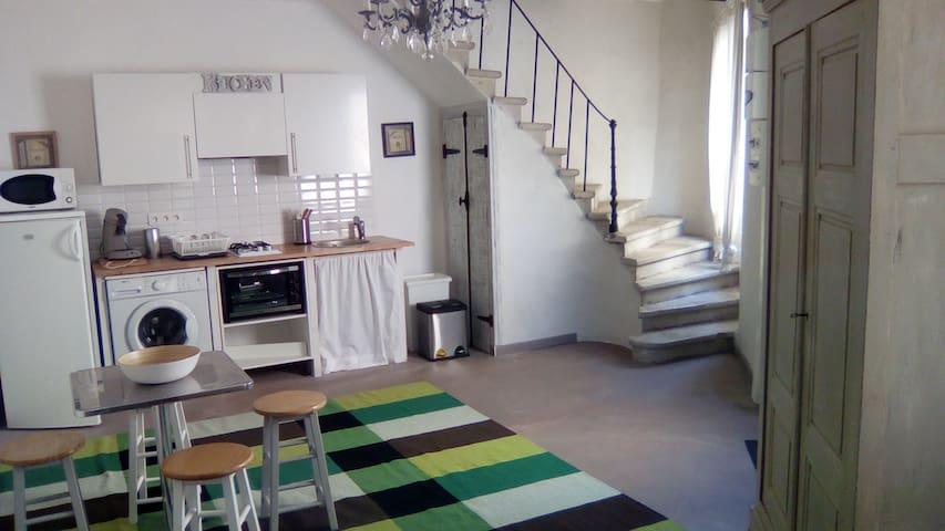 Maison de village indépendante meublée avec goût