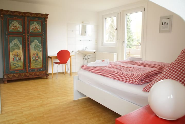 das rote Zimmer - the red room