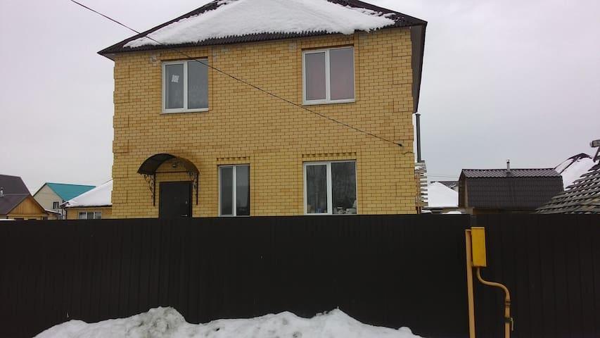 коттедж в городе - Tyumen - บ้าน