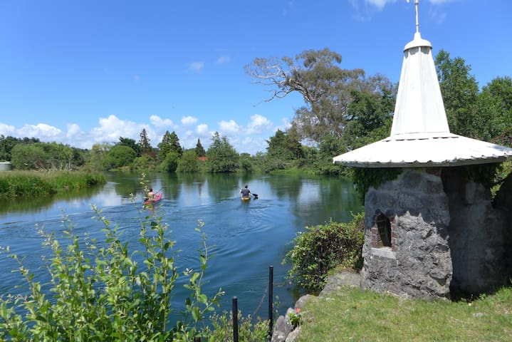 Millhaven on the Ohau Channel... Cottage