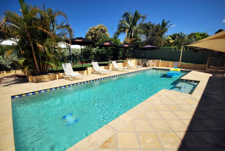 156 Bagnall Beach Rd, Corlette - Endless Summer