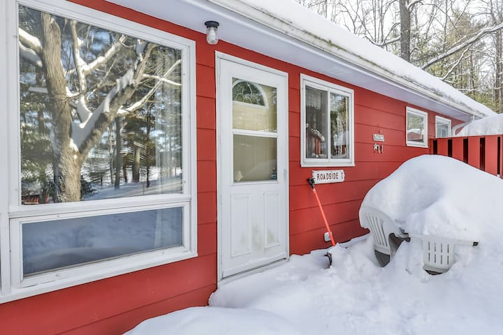 NEW LISTING! Cozy cabin with dock, lake view, and trail access; family-friendly!
