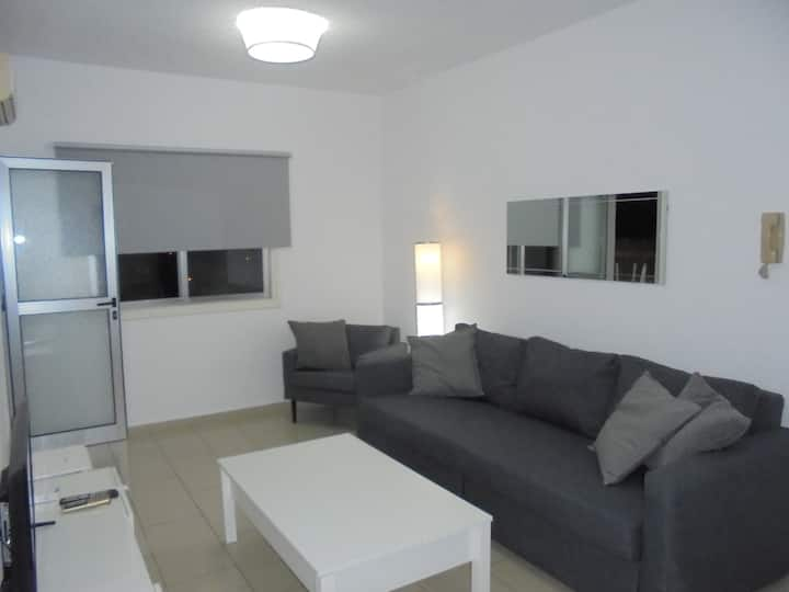 1 Bed Modern Apt - near sea / city centre - wifi