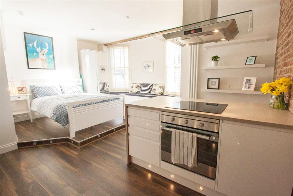 central luxury seafront studio apartments for rent in brighton