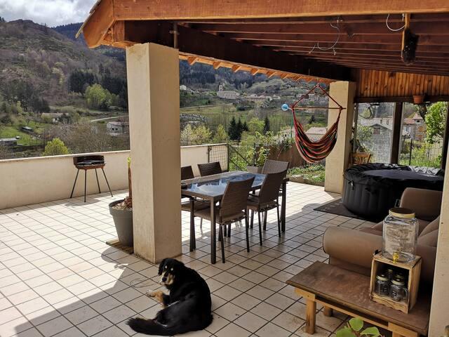 Maison en haute Ardèche avec spa exterieur
