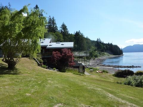 Private Ocean Front House on Sunshine Coast, PR