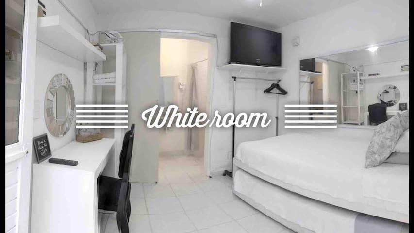 Exclusiva zona, habitación con baño